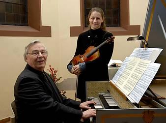 Peter Schumann (Cembalo) und Jeanette Pitkevica (Violine) (Fotograf Schwetasch)